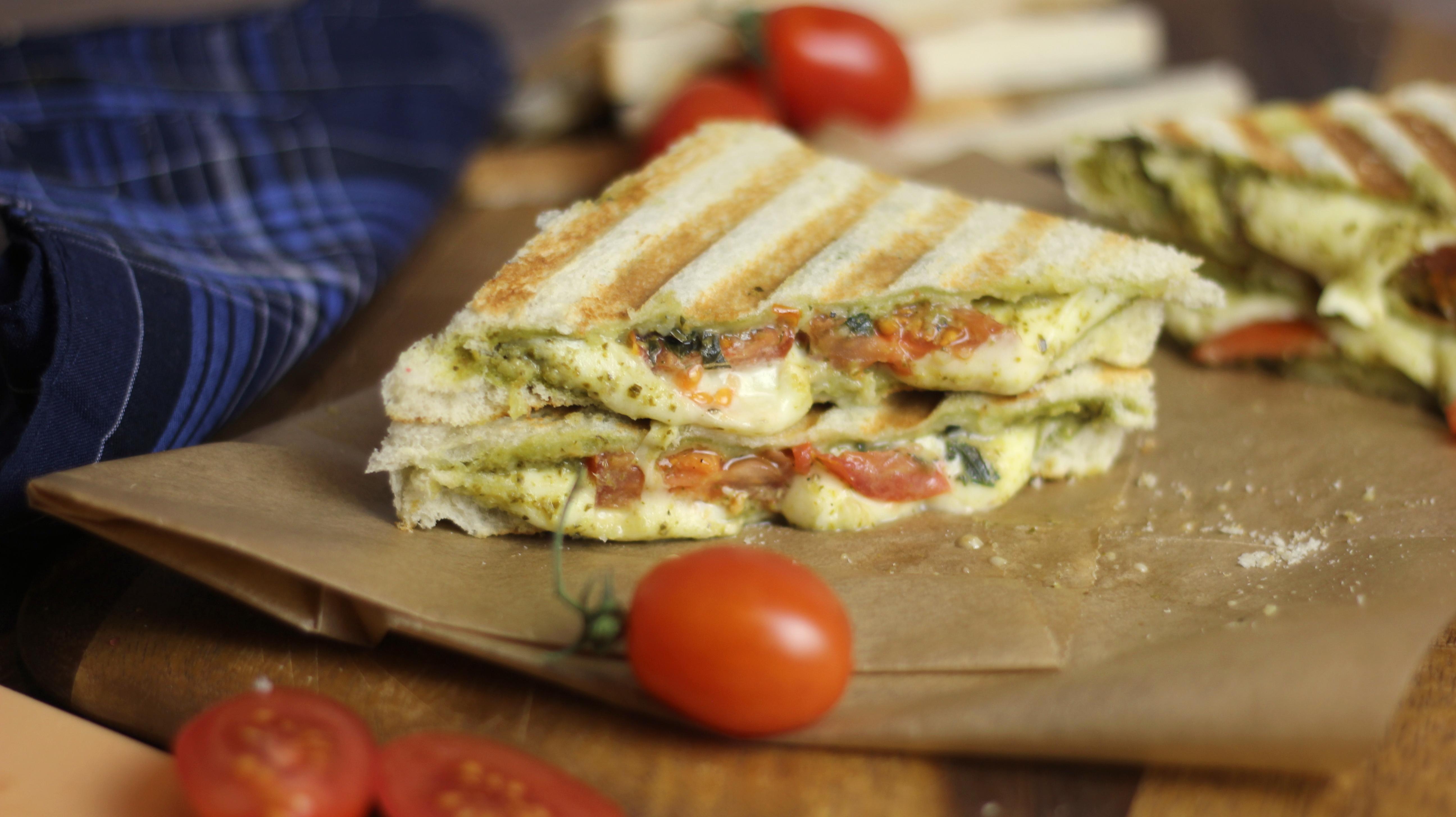 Berühmt Panini Tomate-Mozzarella I Gegrilltes Sandwich I Schneller Snack  WD96